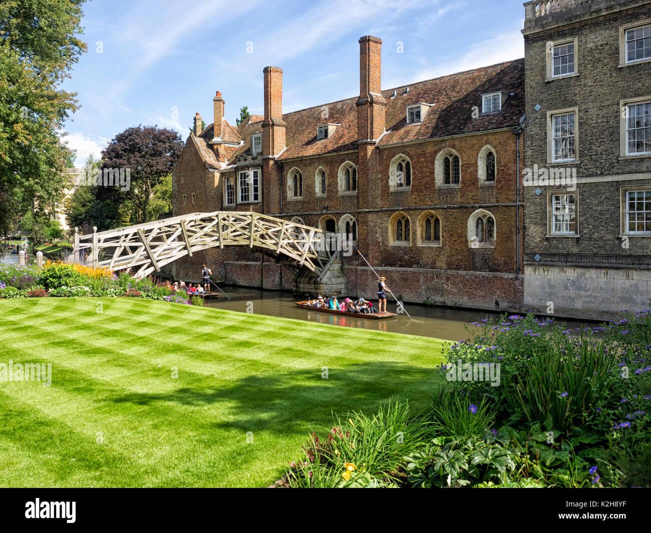 CAMBRIDGE, UK:  Mathematical Bridge (Wooden Bridge) which links Queens College over the River cam - Stock Image
