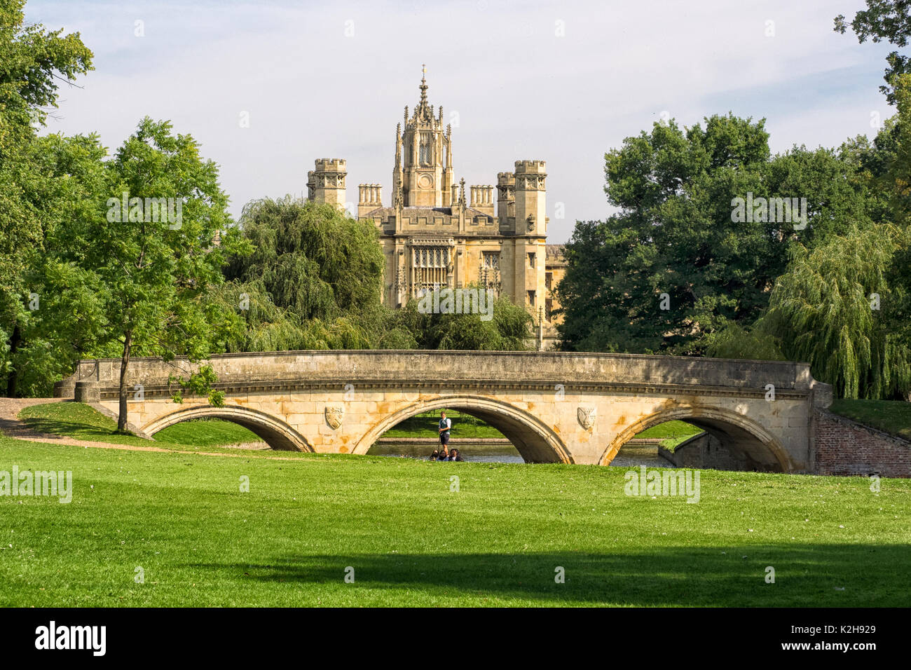 CAMBRIDGE, UK:  View of St John's College and Trinity Bridge viewed from The backs - Stock Image