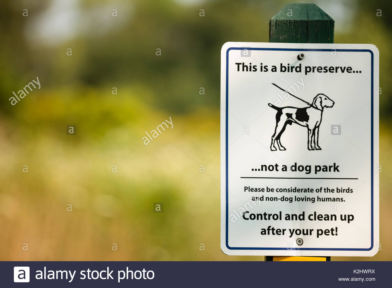 Bird preserve sign alerting visitors that it isn't a dog park at Forest Beach Migratory Nature Preserve near Port Washington, Wisconsin - Stock Image