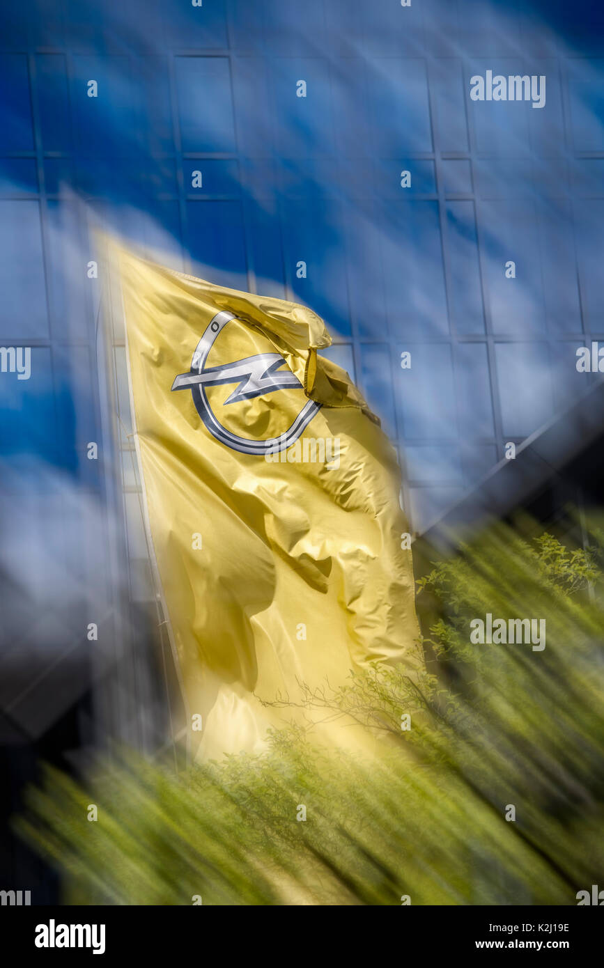 Flag with the logo of the automotive manufacturer Opel in front of an office building - Stock Image