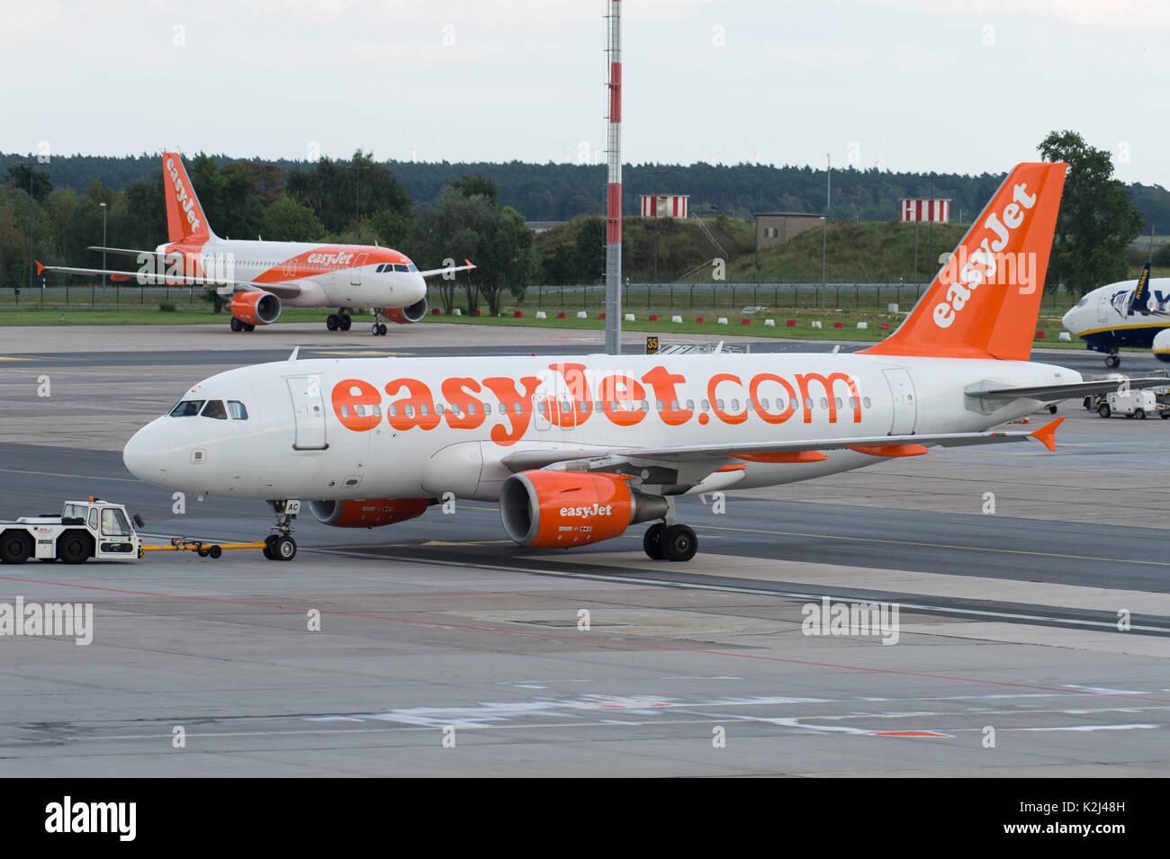 Plane at Schoenefeld Airport, easyjet,  21.08.2017 , Foto: Uwe Koch/fotobasis.de - Stock Image