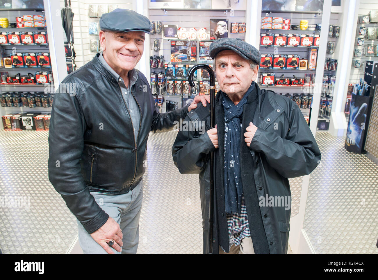 WWW.IANGEORGESONPHOTOGRAPHY.CO.UK Picture: Sylvester McCoy (Dr Who) and Robert Picardo (Star Trek) A Dr Who and Star Trek Doctor to materialise at new - Stock Image