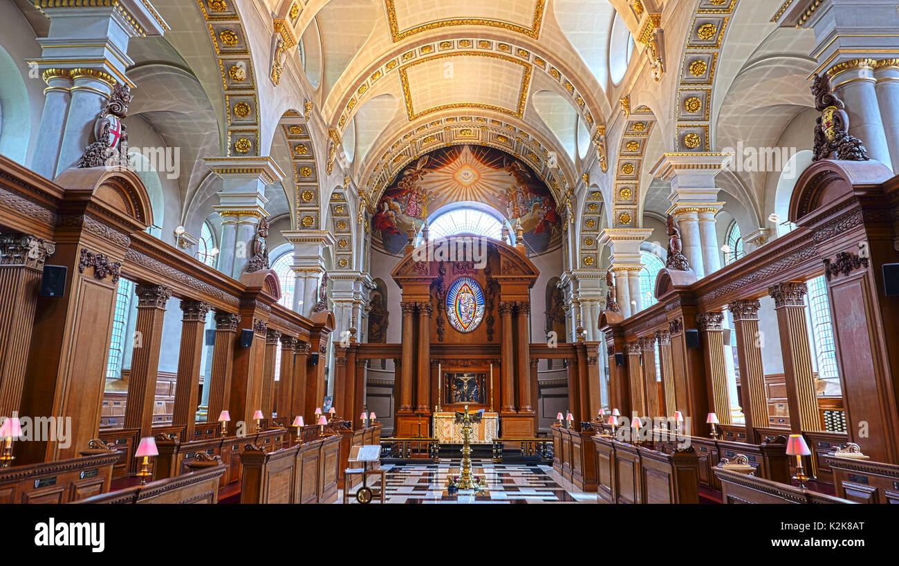 Interior of St Brides Church, Fleet Street, London EC4.  It was designed by Sir Christopher Wren in 1672. Stock Photo