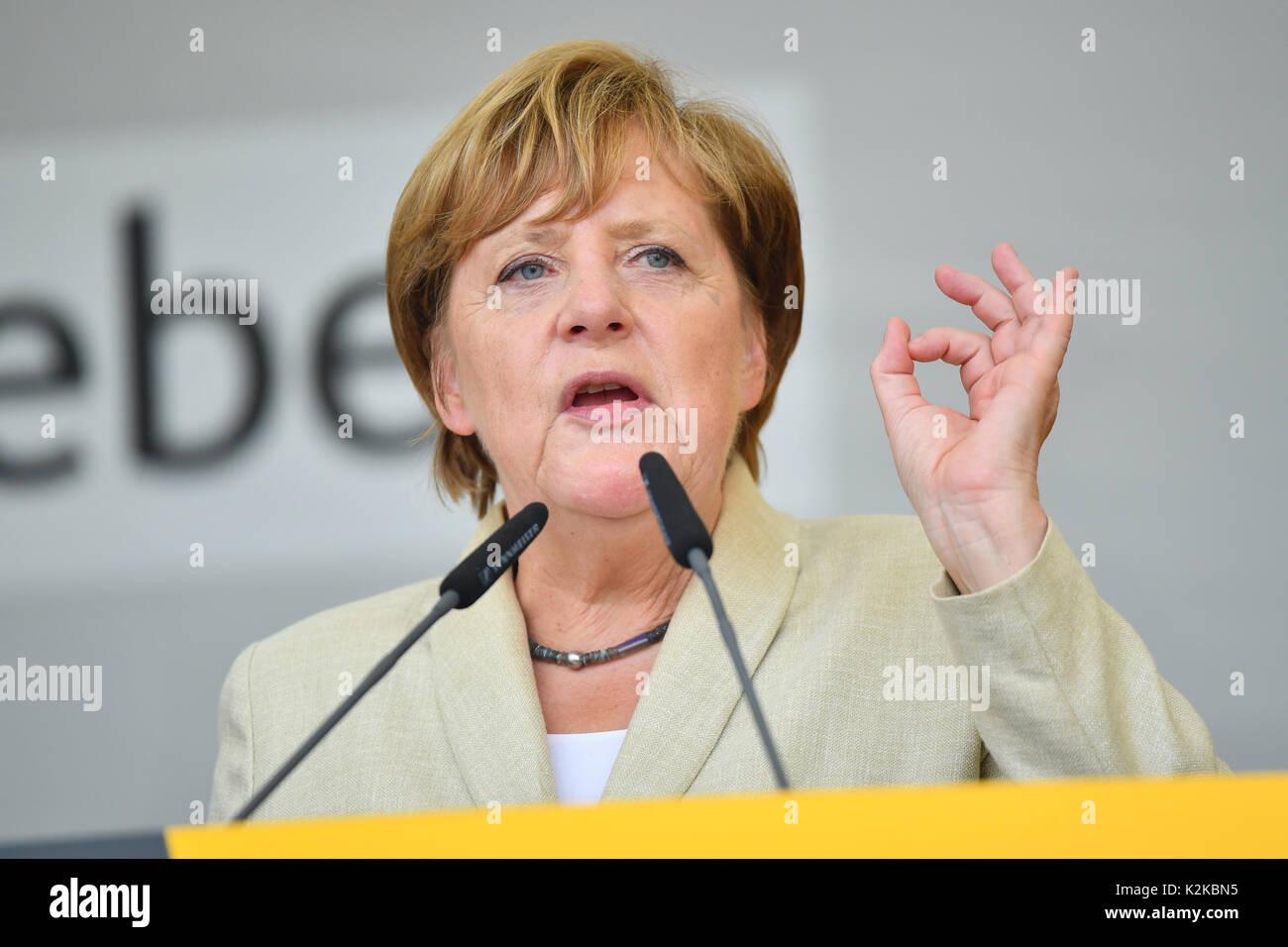 Merkel pohvalila zajedništvo EU u odnosima s Iranom - Page 2 Ludwigshafen-germany-30th-aug-2017-german-chancellor-angela-merkel-K2KBN5