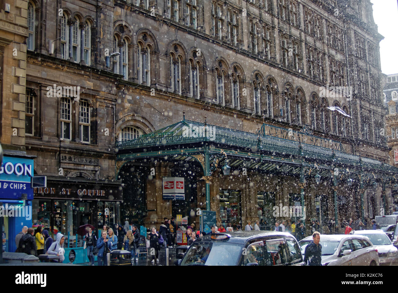 Glasgow, Scotland, UK. 30th Aug, 2017. UK Weather. Raining and sunny on the streets of the city often at the same tine as its poor summer weather continues.central station enjoys a downpour of sleet like rain Credit: gerard ferry/Alamy Live News - Stock Image