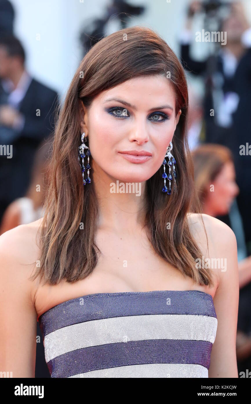 Venice, Italy. 30th Aug, 2017. VENICE, ITALY - AUGUST 30: Isabeli Fontana walks the red carpet ahead of the 'Downsizing' screening and Opening Ceremony during the 74th Venice Film Festival at Sala Grande on August 30, 2017 in Venice, Italy. Credit: Graziano Quaglia/Alamy Live News - Stock Image