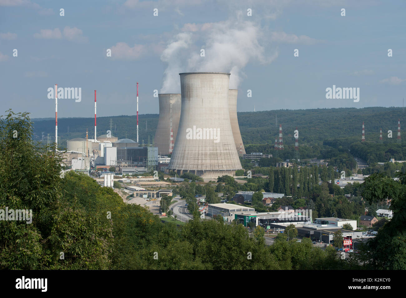Tihange, Belgium. 28th Aug, 2017. The three cooling towers of the nuclear power plant issuing steam by the Mass river in Tihange, Belgium, 28 August 2017. The power plant is made up of 3 blocks with pressurized water reactors. Iodine tablets will be distributed for free in the Aachen region starting 01 September. The tablets are supposed to protect the population from thyroid cancer in the case of a reactor accident in the Belgian town of Tihange. Photo: Rainer Jensen/dpa/Alamy Live News - Stock Image