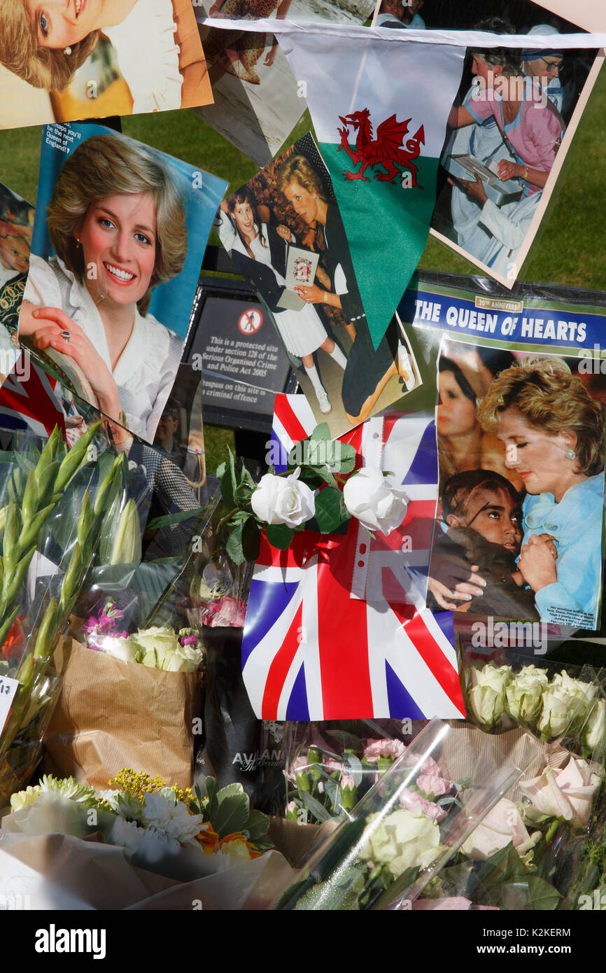 Hundreds of well-wishers have left floral tributes, banners, photos, cards and candles at the gates at Kensington Palace, the former home of Diana, Princes of Wales in memory of the late 'Queen of Hearts' on the 20th Anniversary of her death. 31st August 2017 - Stock Image