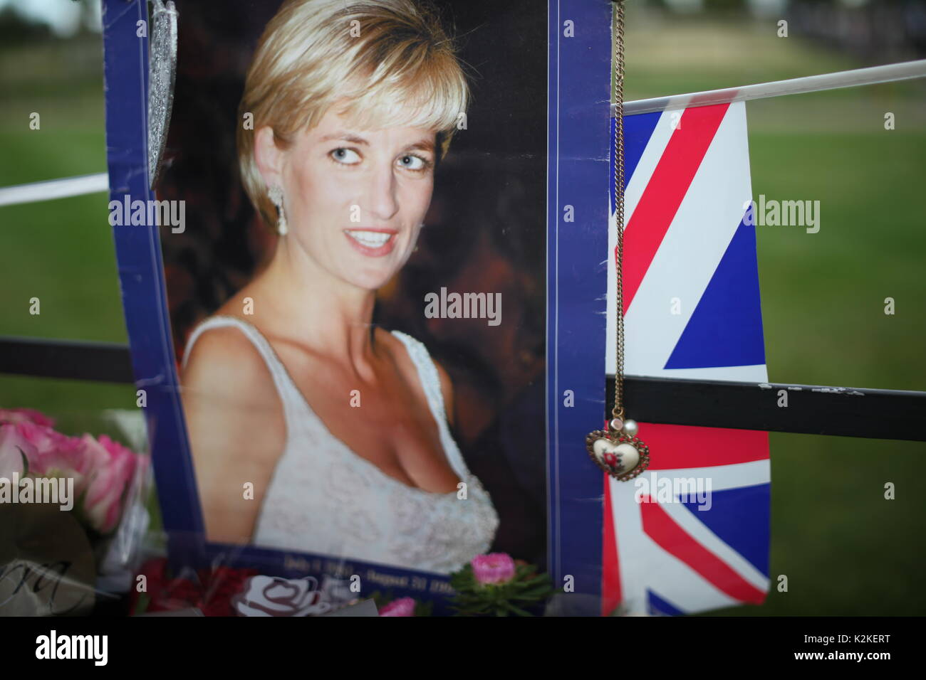 London, UK. 31st Aug, 2017. People pay tribute to Princess Diana at Kensington Palace after 20 years of her death, Stock Photo