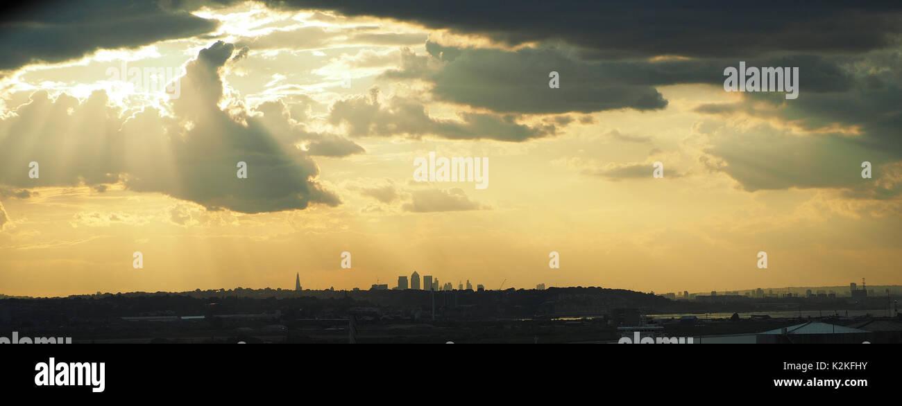 London, UK. 31st Aug, 2017. UK Weather. Sunset over London as seen from Dartford, Kent. 31 Aug, 2017. UK Weather: Stock Photo