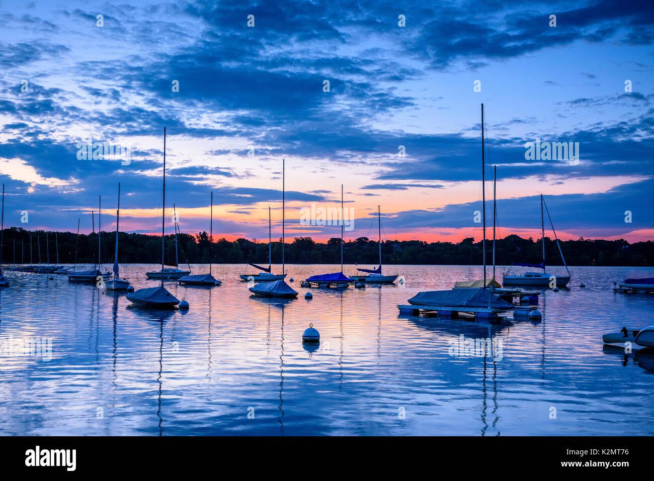 Sailboats at dawn on Lake Harriet in Minneapolis, Minnesota. - Stock Image