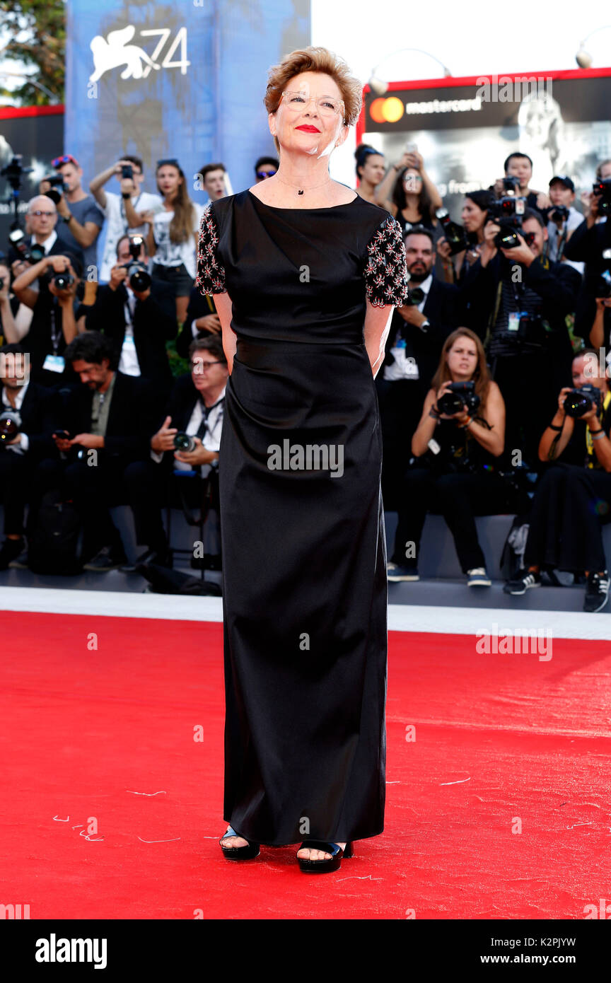 Venice, Italy. 30th Aug, 2017. Annette Bening attending the 'Downsizing' premiere and opening of the 74th Venice International Film Festival at the Palazzo del Cinema on August 30, 2017 in Venice, Italy. Credit: Geisler-Fotopress/Alamy Live News - Stock Image