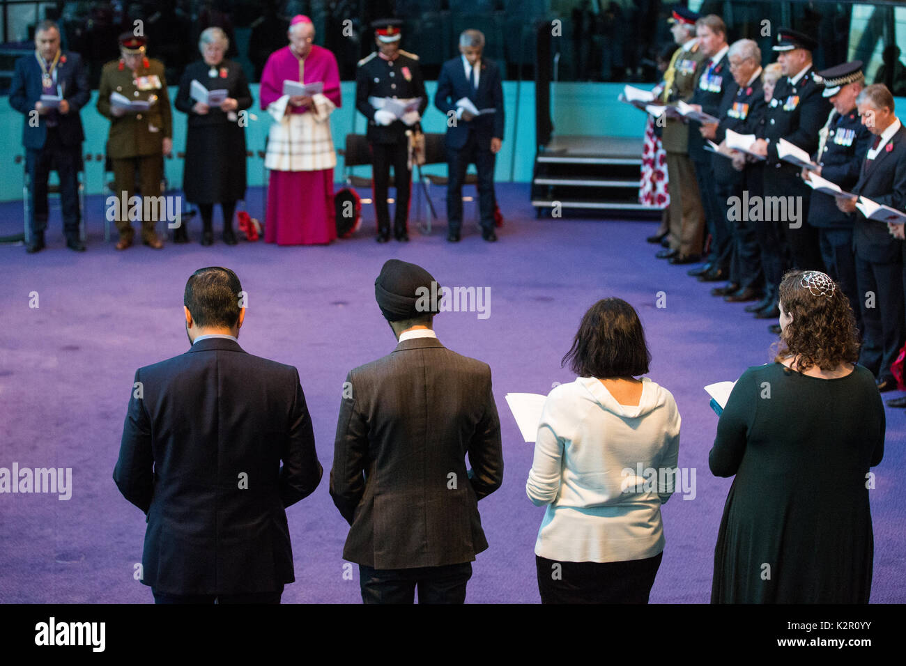 London, UK. 10th November, 2017. Harun Khan (Muslim Council of Britain), Jasvir Singh OBE (City Sikhs), Dr Deesha Chadha (Hindu Forum of Britain) and Rabbi Debbie Young Somers (Movement for Reform Judaism) attend the Annual Service of Remembrance at City Hall with Mayor of London Sadiq Khan, Jennette Arnold OBE AM, Chair of the London Assembly, Members of Parliament, London Assembly Members, Greater London Authority staff, representatives from London Government and public service organisations, and members of the Armed Forces, to commemorate those who served and lost their lives in the two wor - Stock Image