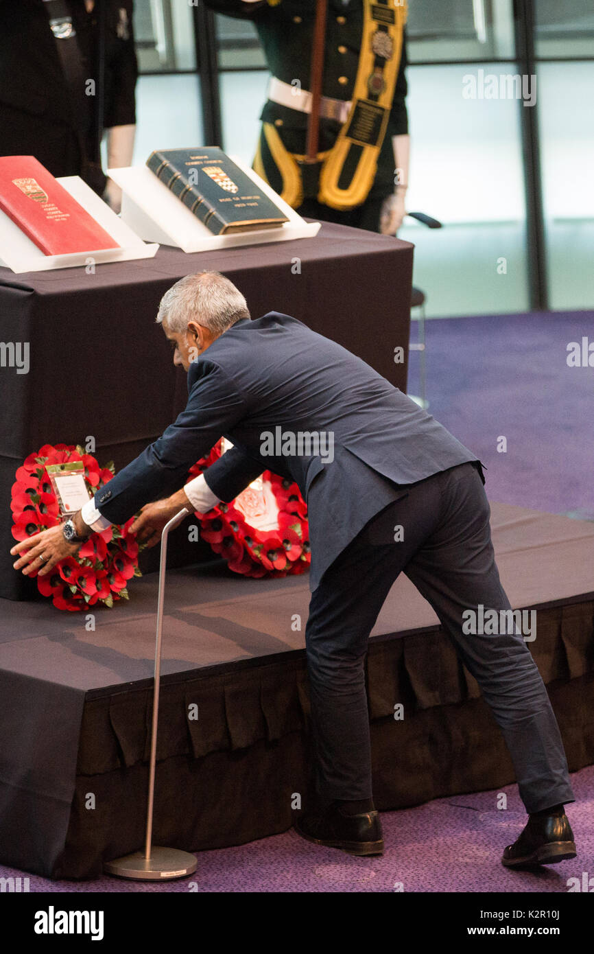 London, UK. 10th Nov, 2017. Sadiq Khan, Mayor of London, lays a wreath at the Annual Service of Remembrance, attended by Jennette Arnold OBE AM, Chair of the London Assembly, Members of Parliament, London Assembly Members, Greater London Authority staff, representatives from London Government and public service organisations, and members of the Armed Forces, to commemorate those who served and lost their lives in the two world wars and other conflicts. Credit: Mark Kerrison/Alamy Live News - Stock Image