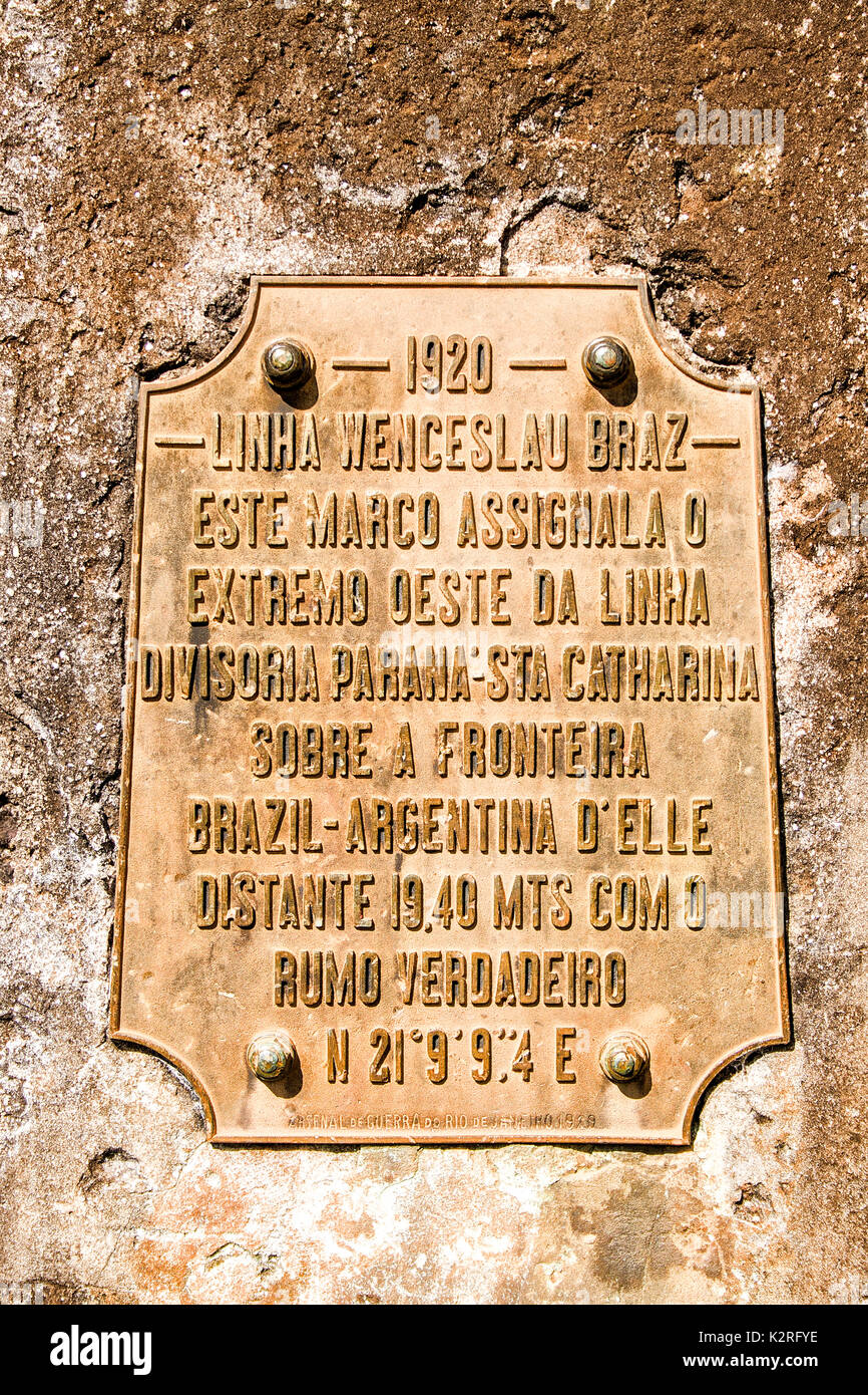 Commemorative plaque on the Triple Frontier Mark indicating the triple border among the Brazilian states Santa Catarina and Parana, and Argentina. - Stock Image