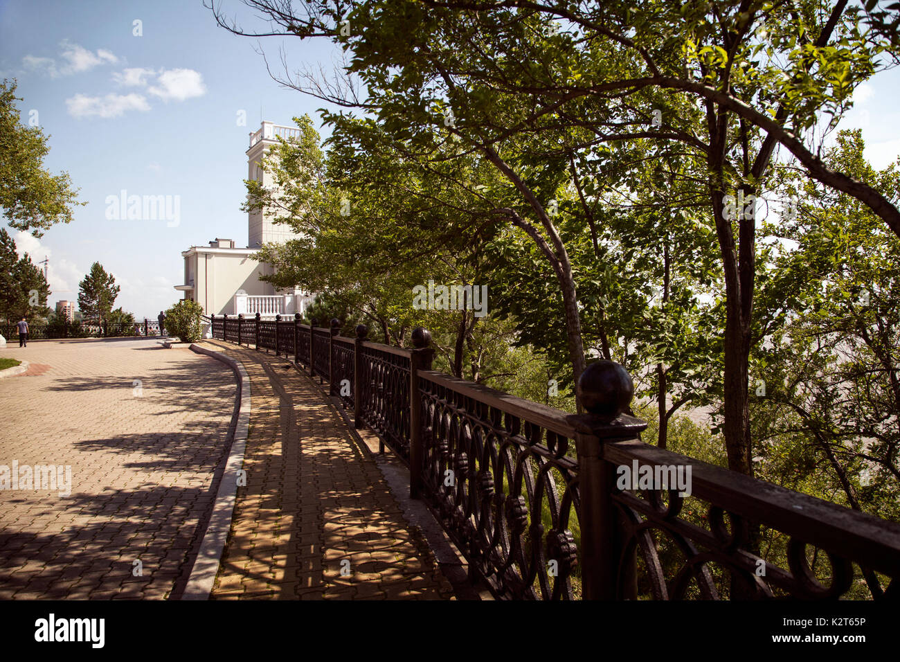 Russian city of Khabarovsk downtown cityscape. Central town park in summer. Building of 'Utes cliff' cafe in a park - Stock Image