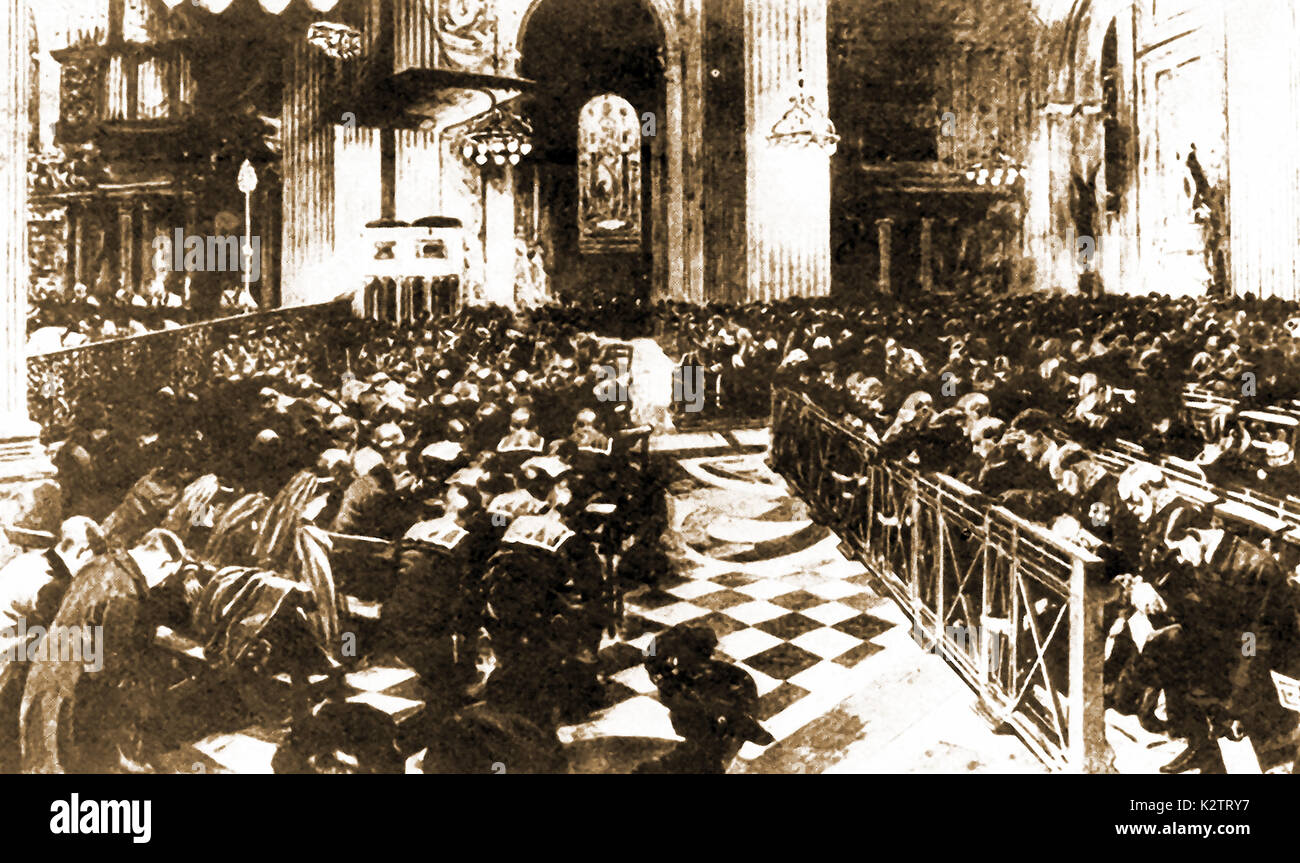 1913 - TITANIC - A magazine depiction of the memorial service held in St Paul's Cathedral, London, for those lost in the sinking of the 'unsinkable' ocean passenger liner Titanic. King George V was in attendance with his queen and family - Stock Image