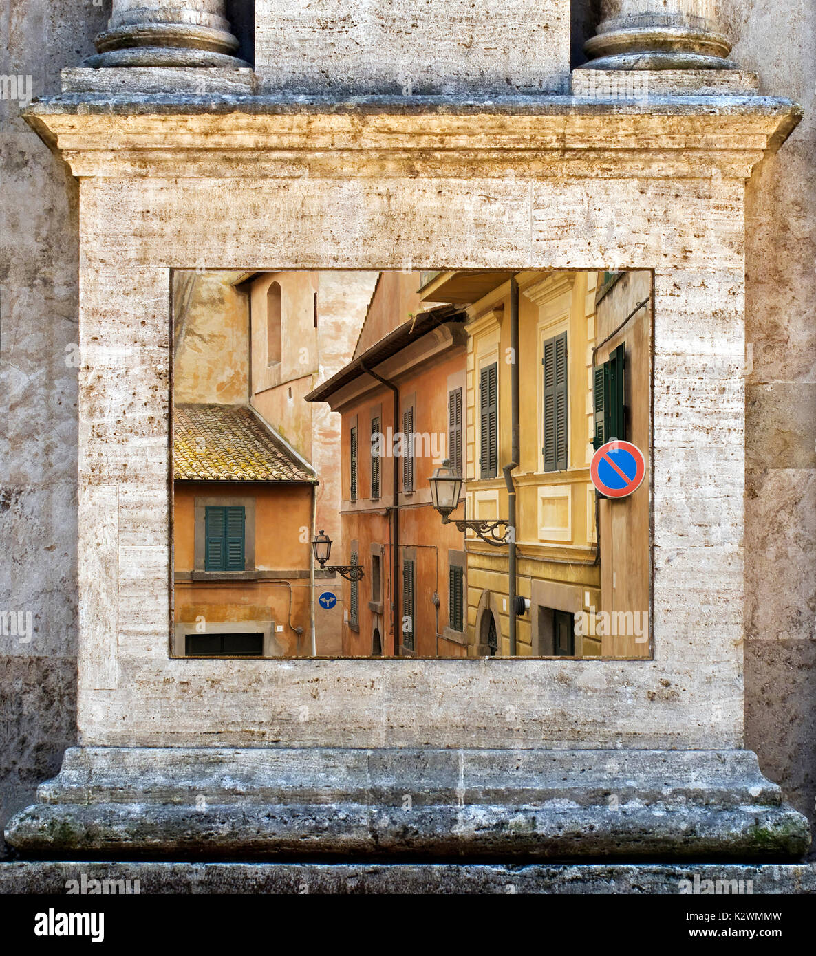 THIS IS A PHOTOGRAPH WITHIN ANOTHER PHOTOGRAPH. THE FRAME IS A COLUMN FROM PIENZA USE TO FRAME THE PHOTO MADE ON Stock Photo