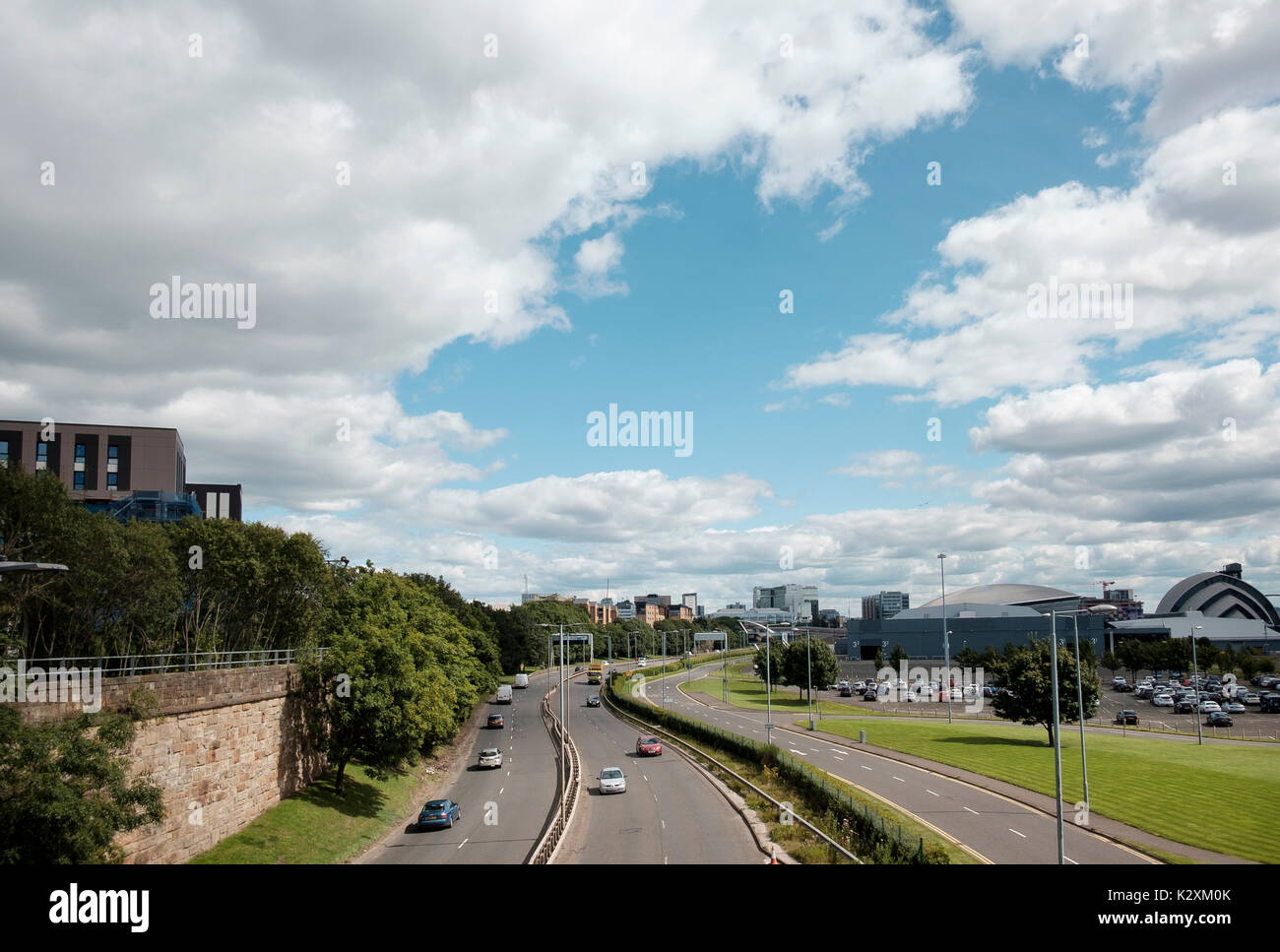 The A814 Pointhouse Road runs besides the buildings of the Clyde Waterfront Regeneration area, Glasgow - Stock Image