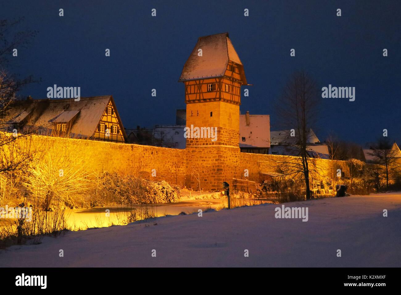 Dinkelsbuehl, Winter, Baeuerlinsturm, Stadtmauer, Beleuchtung, Stadtbeleuchtung, Mittelalter, historisch, Mittelfranken, - Stock Image