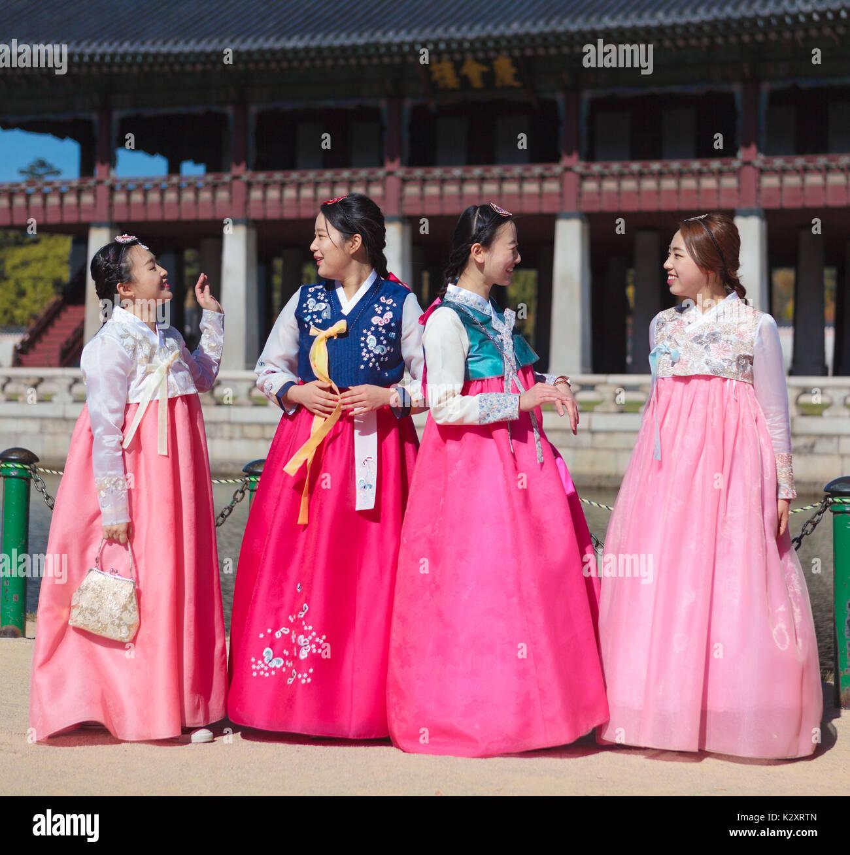 398b012b0460b SEOUL, SOUTH KOREA - OCTOBER 30 2015: Korean young women wear national  costume cheers