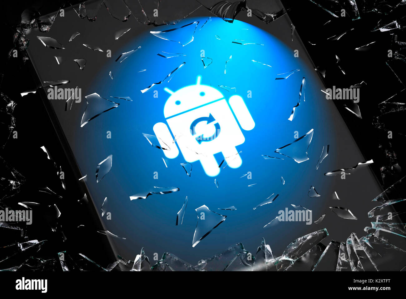 Android operating system and shattering mobile phone display, Android-Betriebssystem und zerspringendes Handy-Display - Stock Image