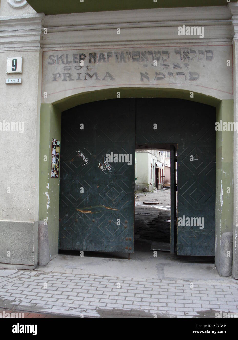 In the old town of Vilnius (Lithuania), the porch of a house revealed an inscription in Polish and Yiddish:'Prima petroleum products' - Stock Image