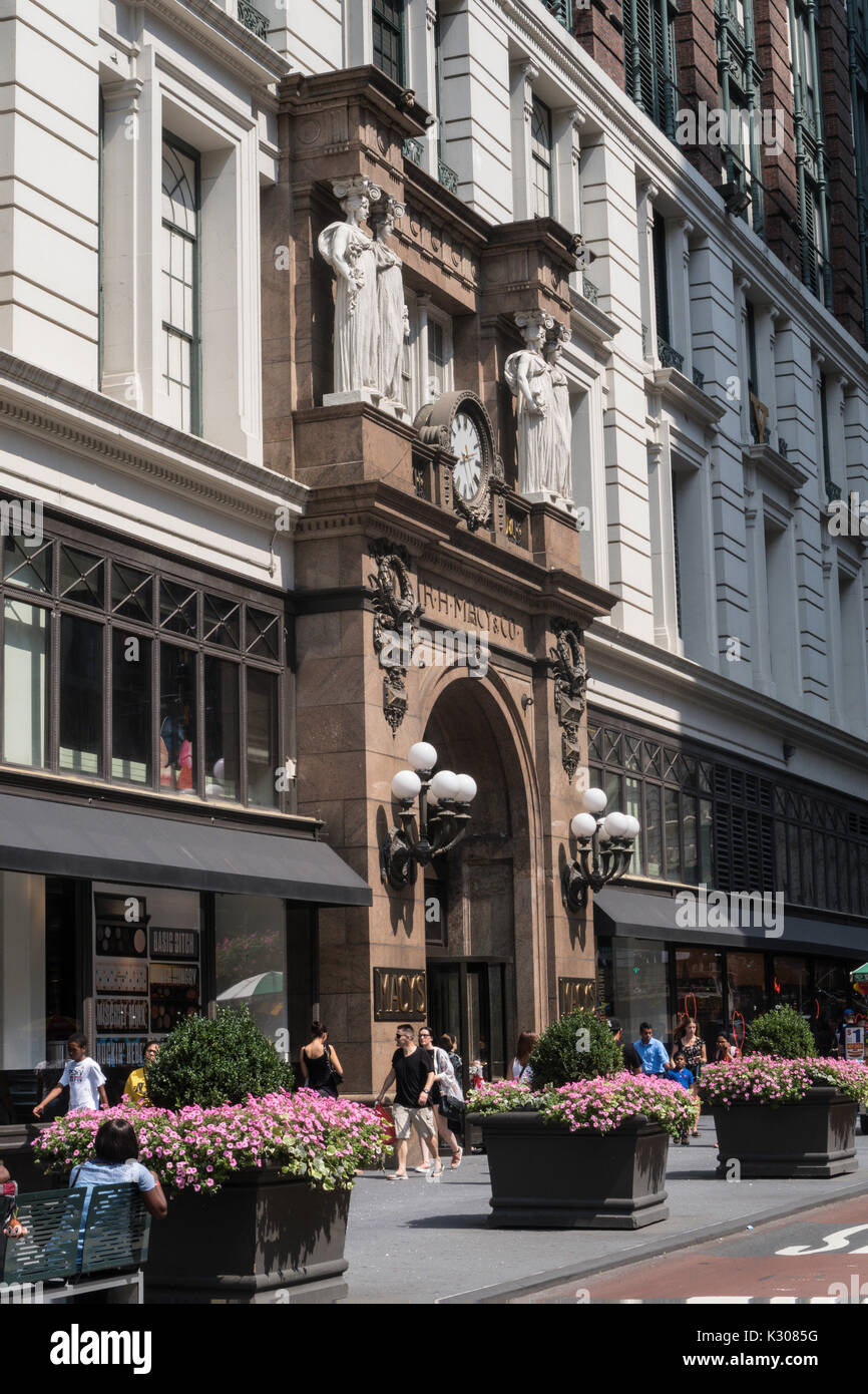 Beaux-Arts Statues, Main Entrance, Macy's Department Store , 151 W. 34th Street, NYC Stock Photo