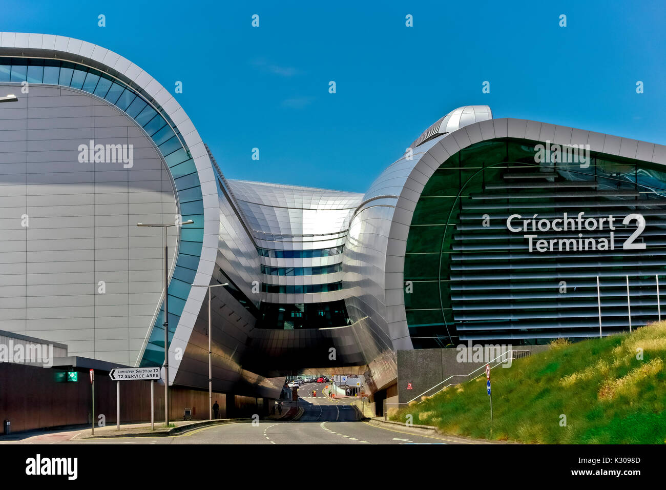 New Terminal 2, T2 Criochfort Dublin Interenational Airport, by architects Pascall & Watson. Clear blue blu sky, copy space. Ireland, European Union - Stock Image