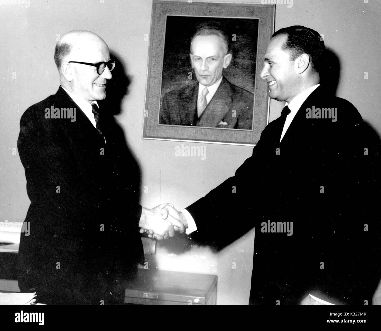 Colombian scholar, researcher, and professor in the humanities Ramon Eduardo De Zubiria (right) shakes hands with Jaime Samper, 1965. - Stock Image