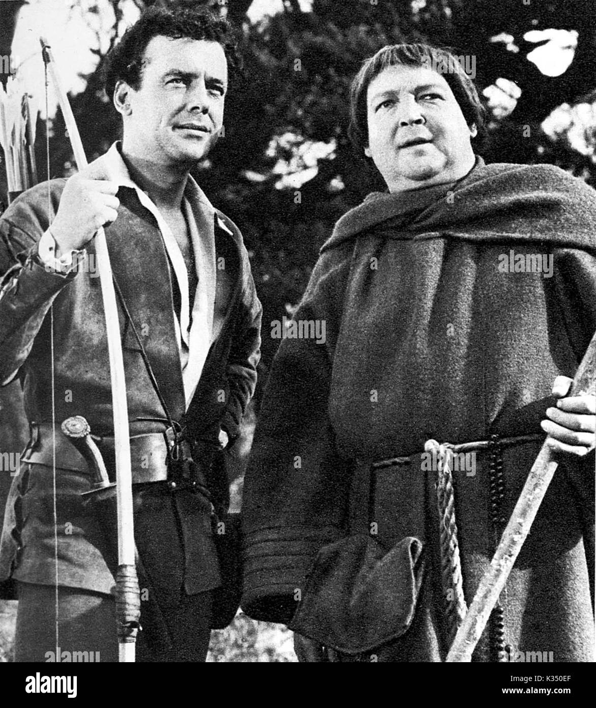 THE ADVENTURES OF ROBIN HOOD RICHARD GREENE as Robin Hood, ALEXANDER GUAGE as Friar Tuck THE ADVENTURES OF ROBIN - Stock Image