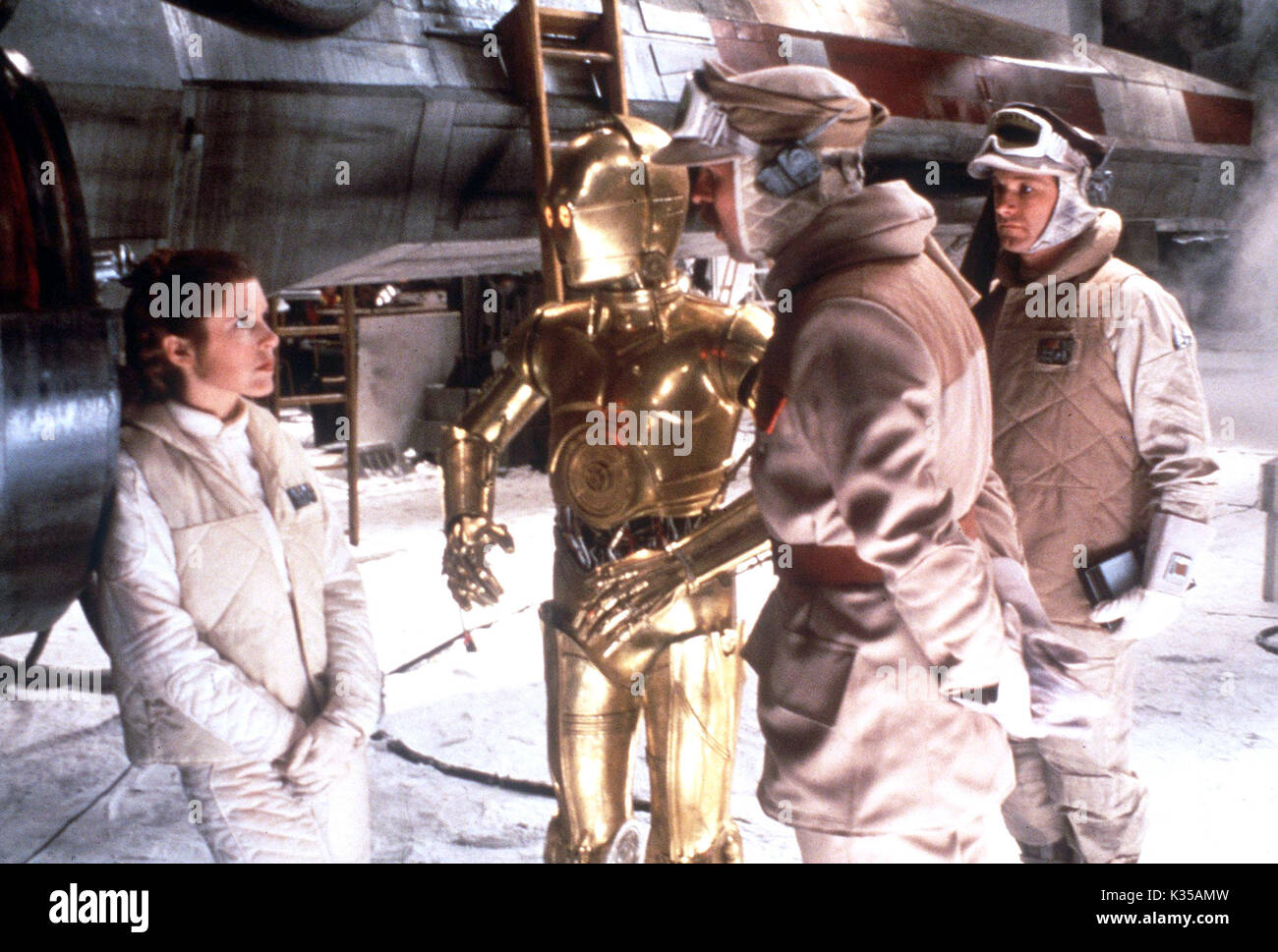 Photo Must Be Credited ©Supplied by Alpha 070000 (1980) Carrie Fisher as Princess Leia and Anthony Daniels as C-3PO in Star Wars The Empire Strikes Back movie - Stock Image