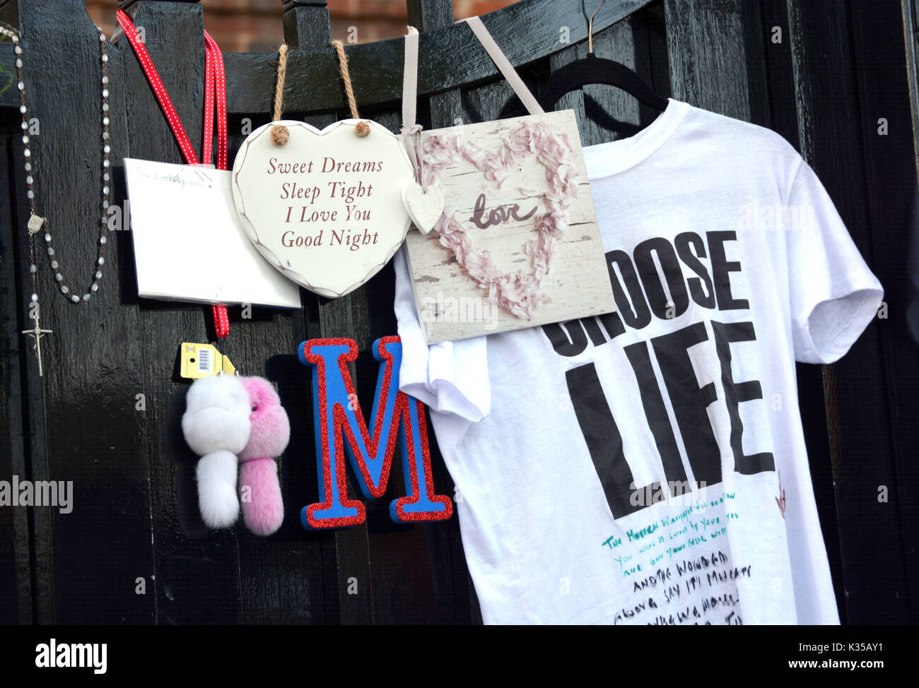 Photo Must Be Credited ©Alpha Press 066465 27/12/2016 Fans and mourners lay tributes as a memorial outside George Michael's home in Highgate, North London, the British singer passed away on Christmas Day 2016. - Stock Image