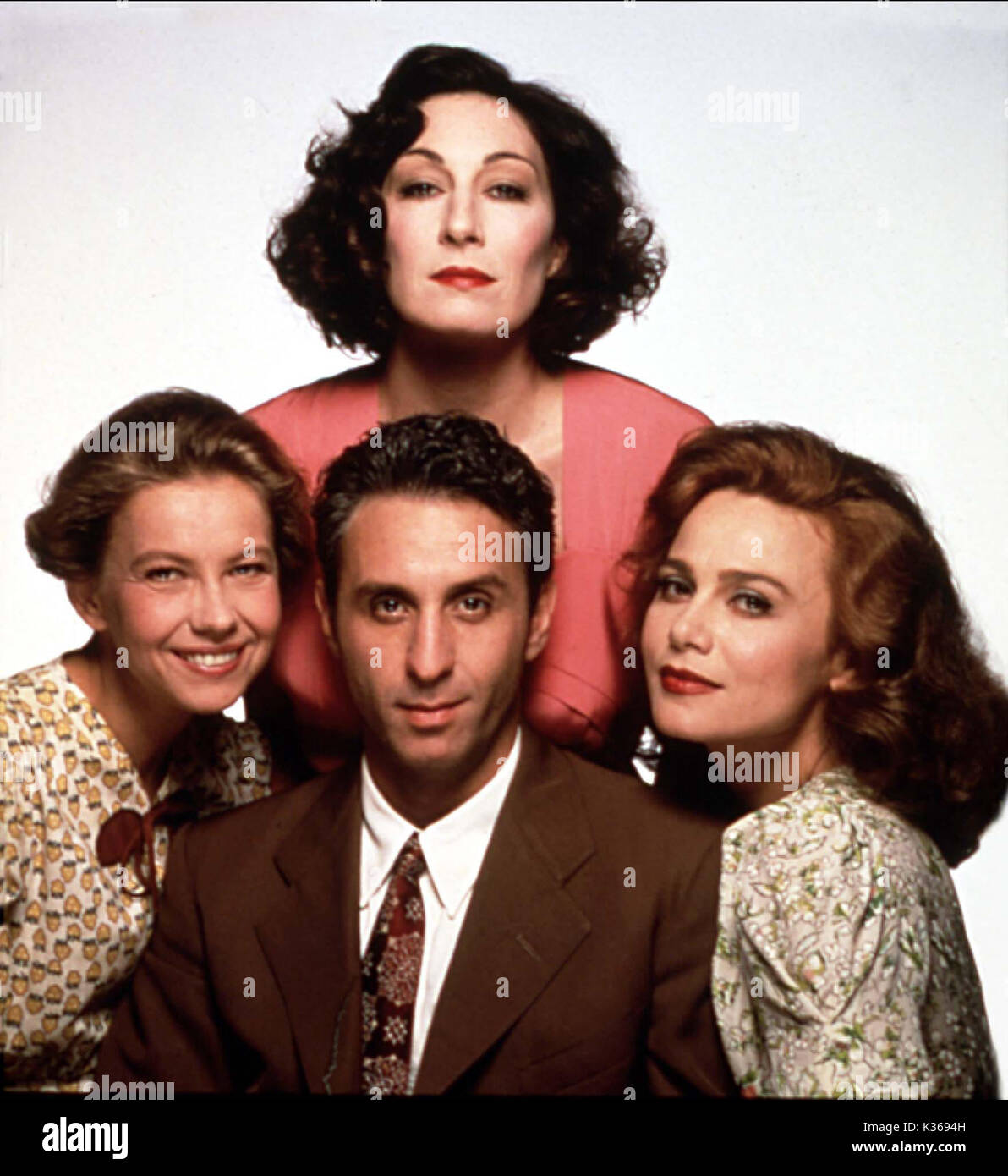 ENEMIES, A LOVE STORY TOP, ANJELICA HUSTON BOTTOM L-R, MARGARET SOPHIE STEIN, RON SILVER, LENA OLIN     Date: 1989 - Stock Image