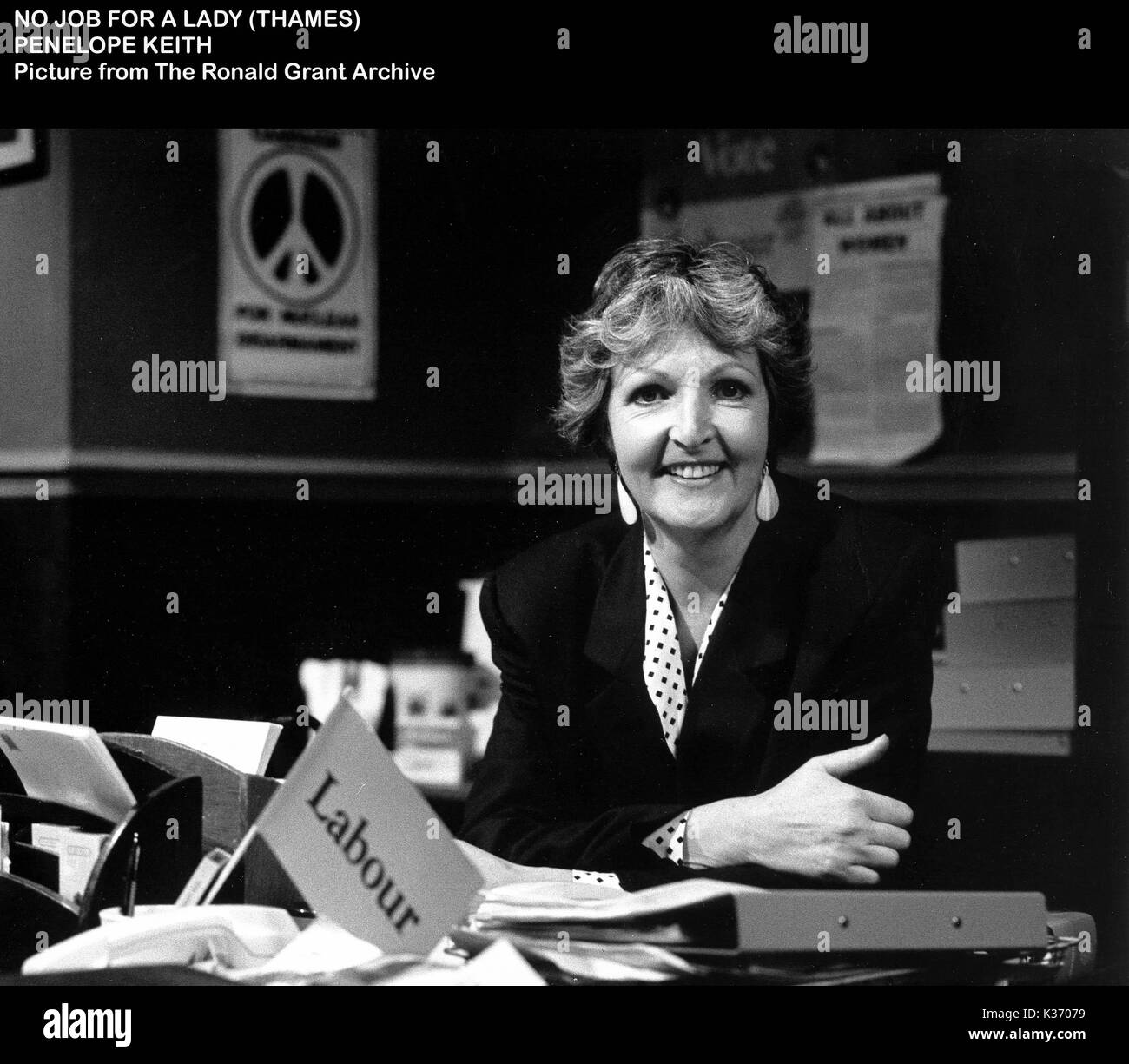 NO JOB FOR A LADY  PENELOPE KEITH - Stock Image