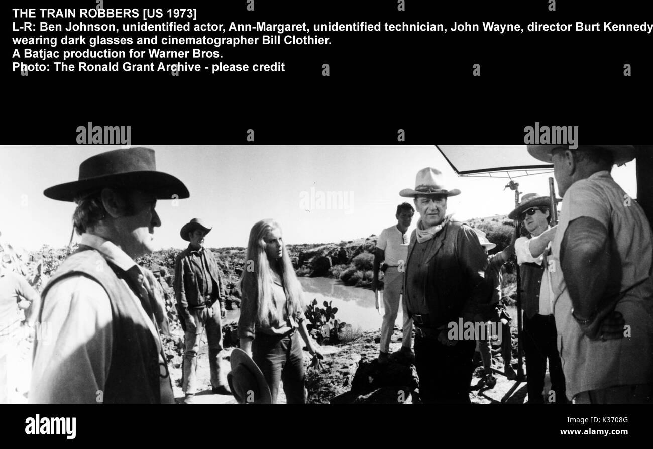THE TRAIN ROBBERS L-R, BEN JOHNSON, , ANN MARGARET, [?], JOHNWAYNE, director BURT KENNEDY, cinematographer BILL CLOTHIER. - Stock Image