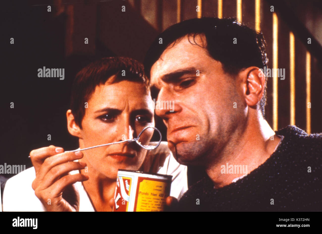 MY LEFT FOOT Fiona Shaw and Daniel Day Lewis picture from the Ronald Grant Archive MY LEFT FOOT Fiona Shaw and Daniel Day Lewis     Date: 1989 - Stock Image