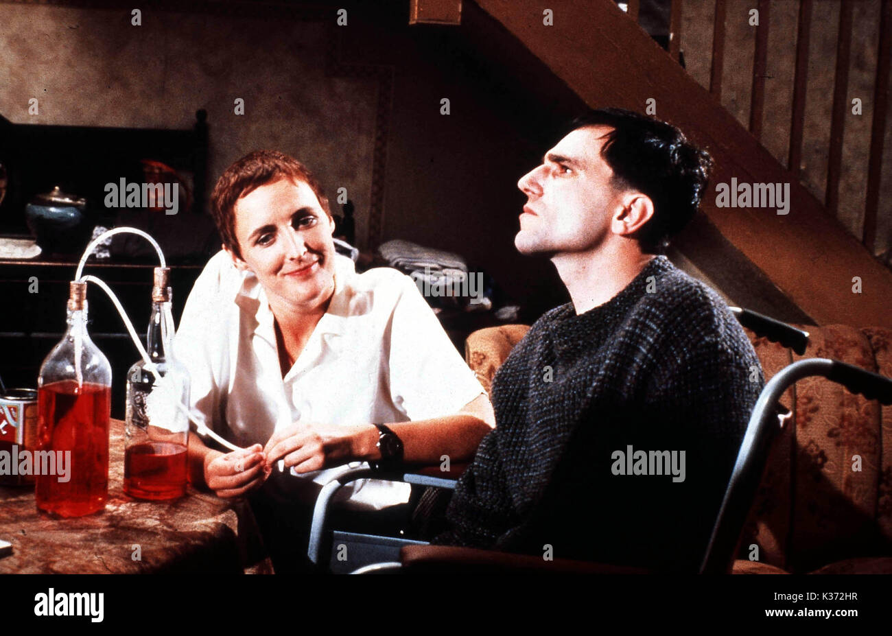 MY LEFT FOOT Fiona Shaw and Daniel Day Lewis     Date: 1989 - Stock Image