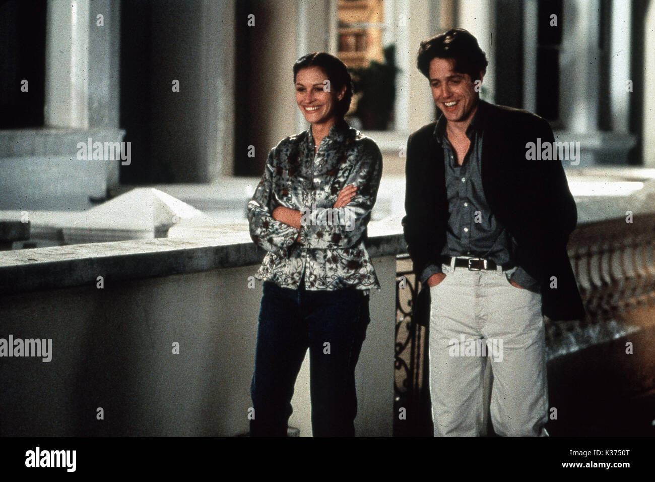 NOTTING HILL JULIA ROBERTS AND HUGH GRANT A WORKING TITLE FILM     Date: 1999 - Stock Image