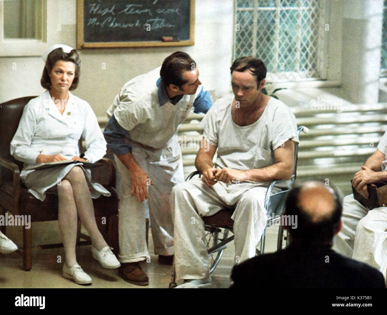 ONE FLEW OVER THE CUCKOO'S NEST [US 1975] Louise Fletcher, Jack Nicholson and ?     Date: 1975 - Stock Image