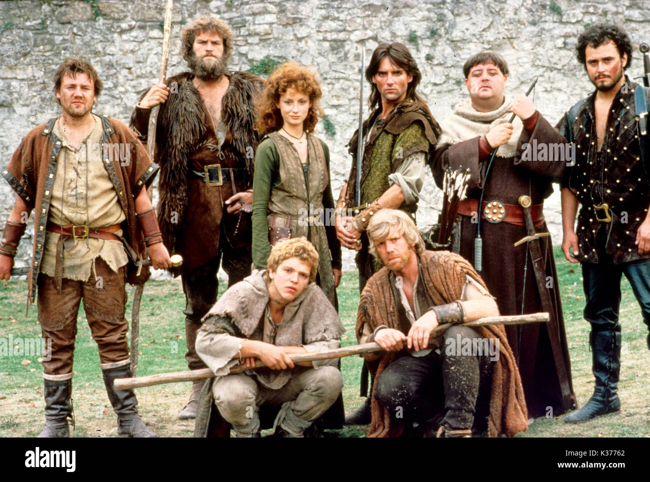 ROBIN OF SHERWOOD GOLDCREST FILMS/HTV Back row: RAY WINSTONE , CLIVE MANTLE (Little John), JUDI TROTT (Lady Marion), - Stock Image