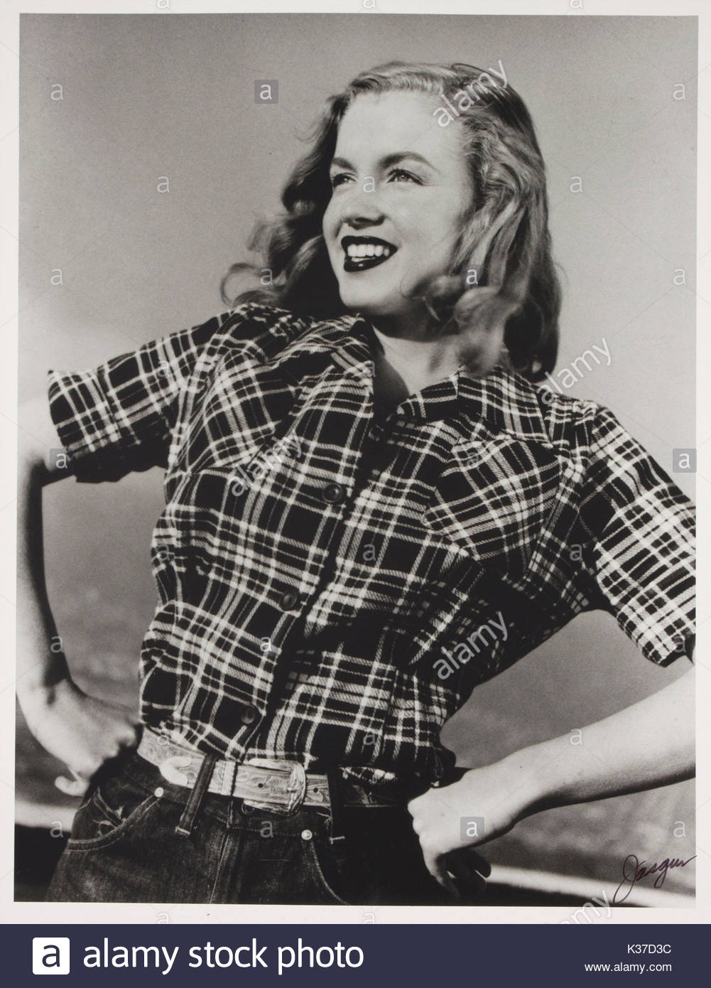 Norma Jean Dougherty AKA Marilyn Monroe. Here is an amazing glimpse of a teenage Marilyn Monroe before she became - Stock Image