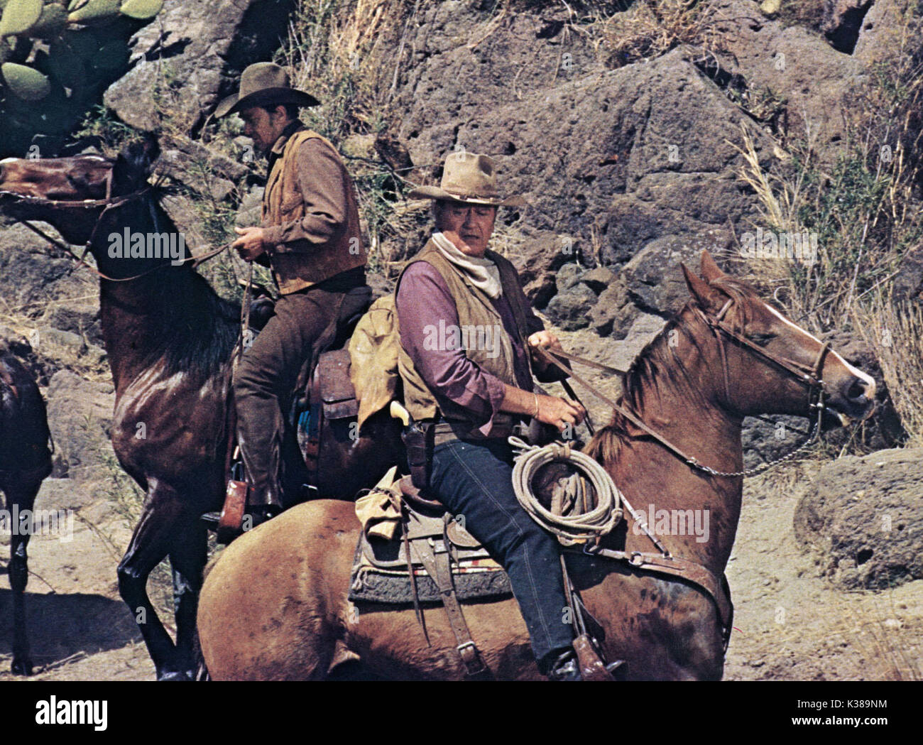 THE TRAIN ROBBERS ROD TAYLOR AND JOHN WAYNE A WARNER BROS FILM     Date: 1973 - Stock Image