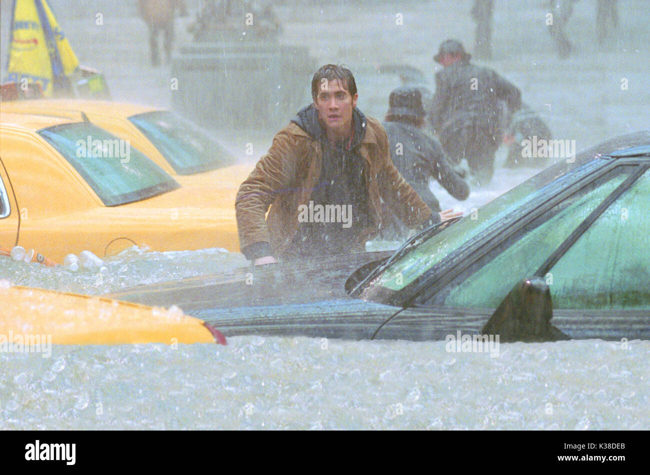 THE DAY AFTER TOMORROW JAKE GYLLENHAAL SUBJECT: EXTREME WEATHER, RAIN, FLOOD RELEASE BY 20TH CENTURY FOX     Date: 2004 - Stock Image
