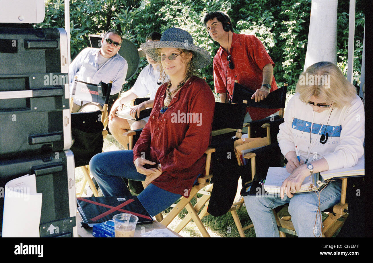 MEET THE FOCKERS BARBRA STREISAND DIRECTOR: JAY ROACH FILM INDUSTRY/PRODUCTION SHOT: OFF-SET, BEHIND SCENES, RUSHES, SCRIPTS RELEASE BY DREAMWORKS SKG     Date: 2004 - Stock Image
