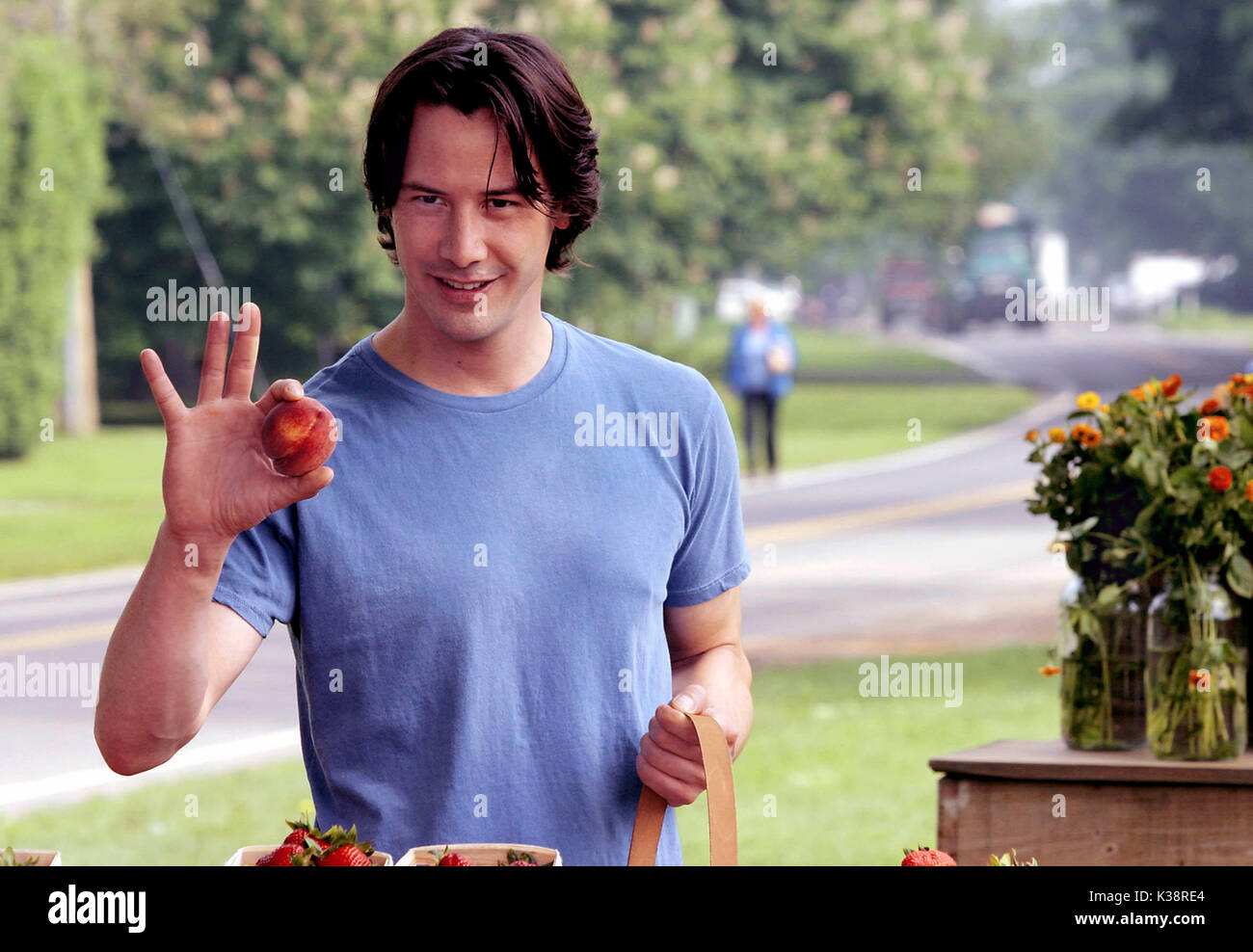 SOMETHING'S GOTTA GIVE [US 2003]  KEANU REEVES     Date: 2003 - Stock Image