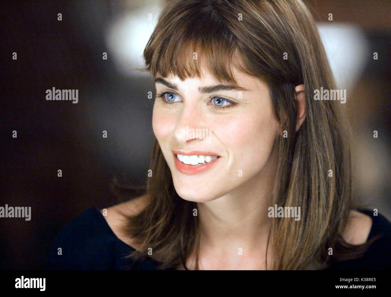 SOMETHING'S GOTTA GIVE [US 2003]  AMANDA PEET     Date: 2003 - Stock Image