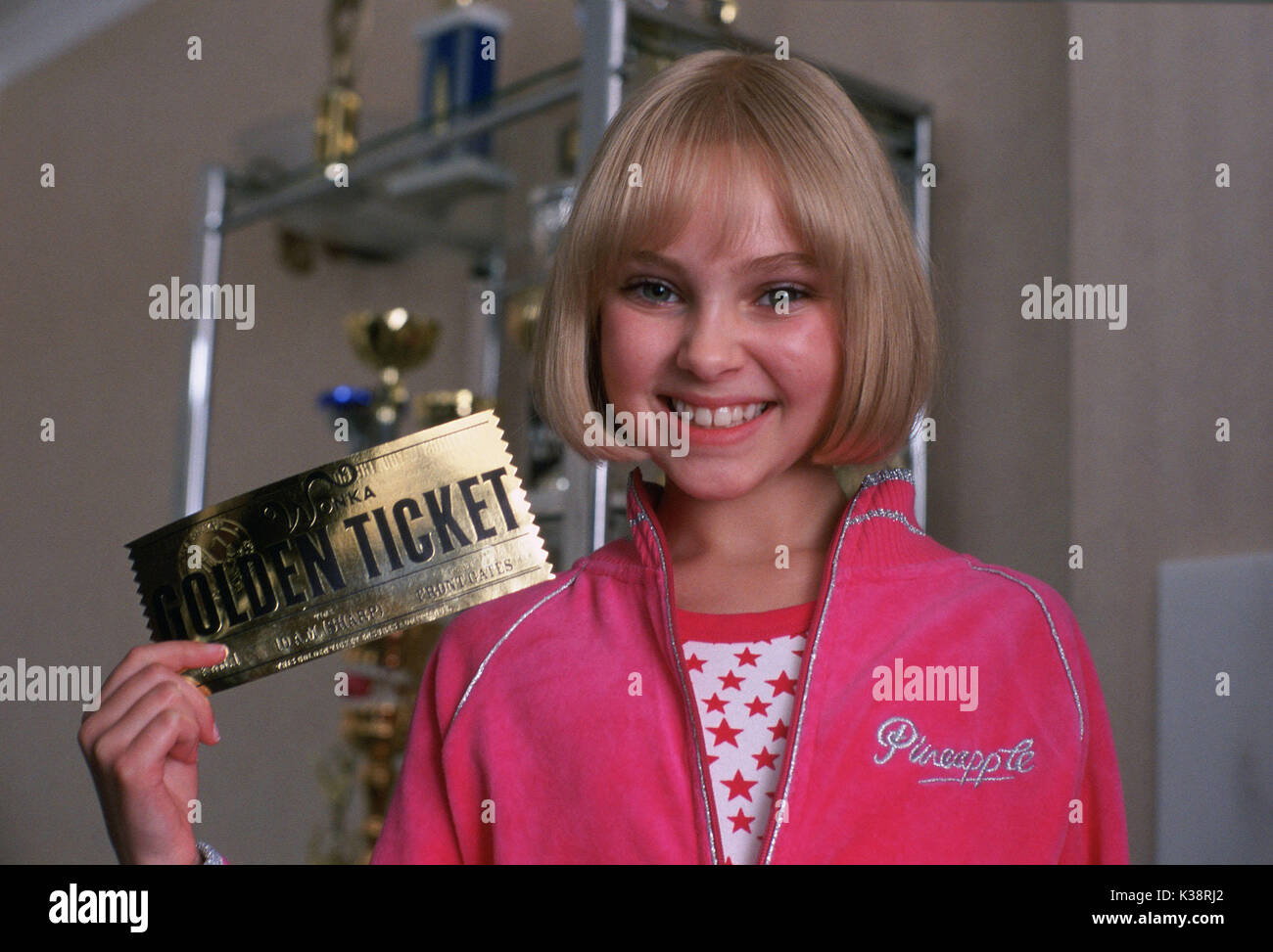CHARLIE AND THE CHOCOLATE FACTORY ANNASOPHIA ROBB as Violet Stock Photo -  Alamy