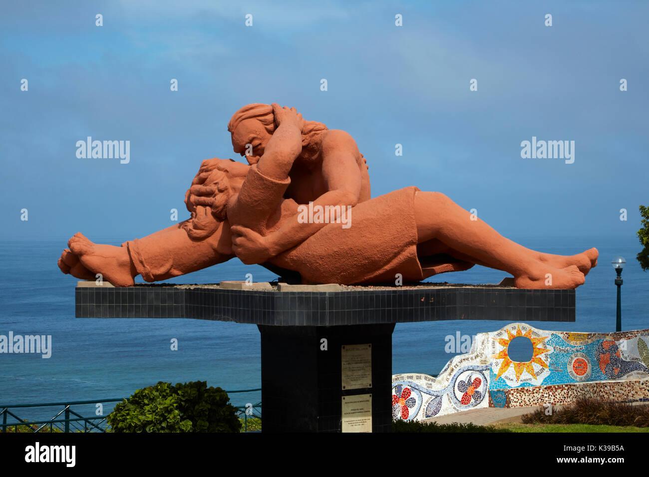 El Beso (The Kiss) statue by Victor Delfin, Park del Amor (Park of Love), Miraflores, Lima, Peru, South America - Stock Image