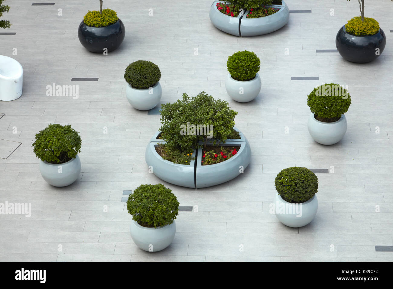 Plants in plaza at Lacomar cliff-top shopping mall, Miraflores, Lima, Peru, South America - Stock Image